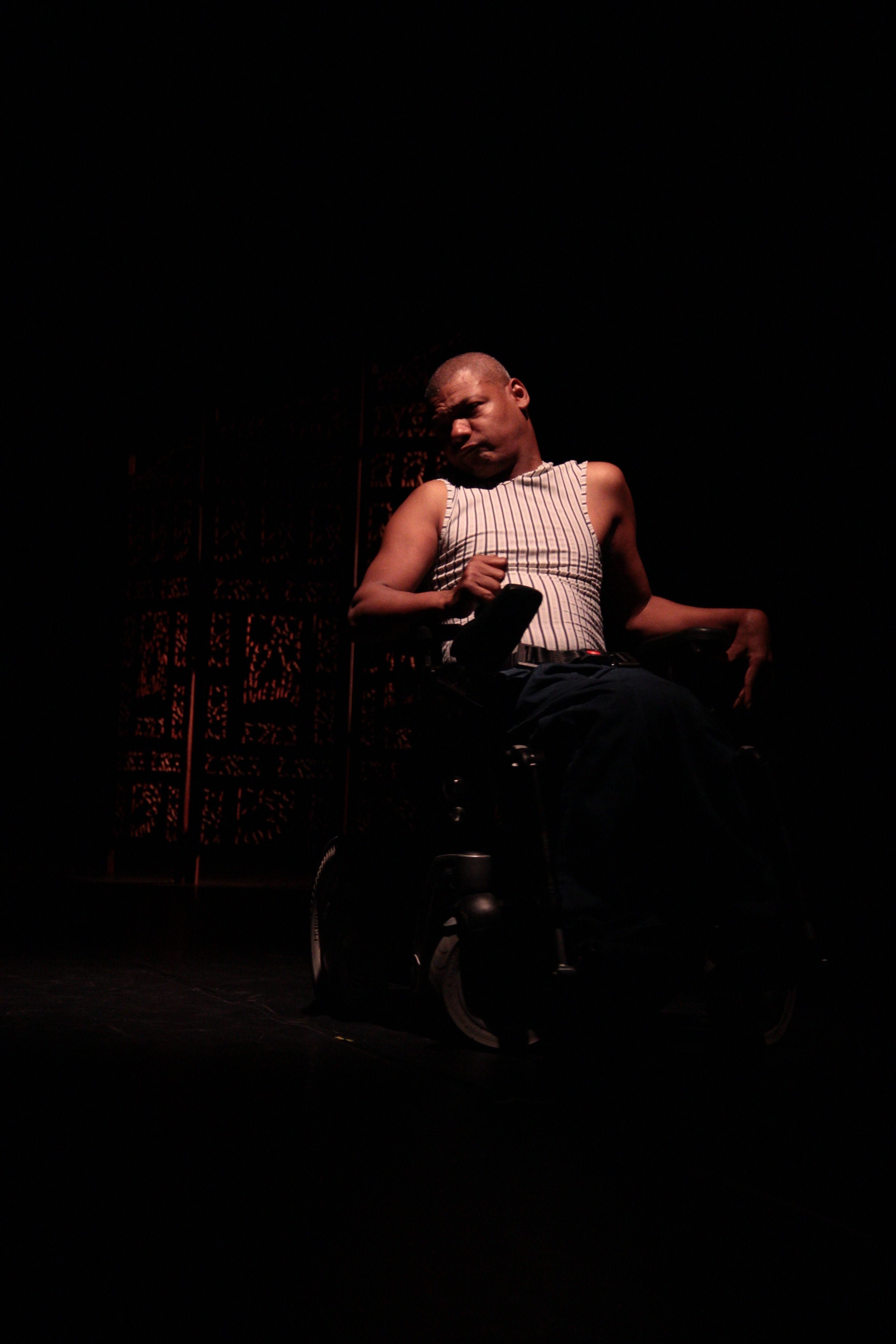 danseur contemporain en fauteuil klaus compagnie