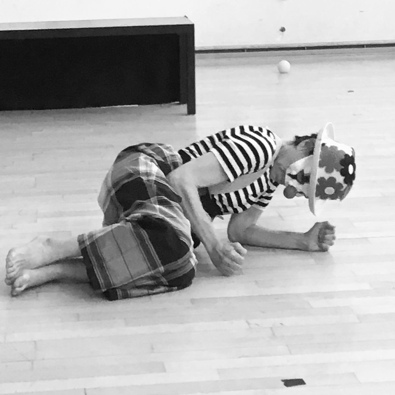 Danseuse non valide, travail au sol Klaus compagnie