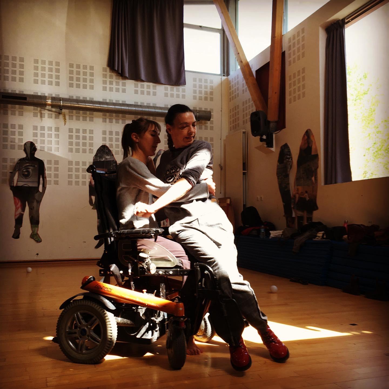 Duo danseuse Valide et danseuse en fauteuil Klaus Compagnie